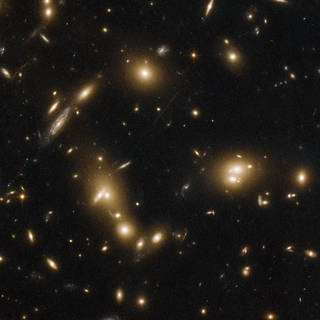 Hubble Spies Glowing Galaxies in Massive Cluster