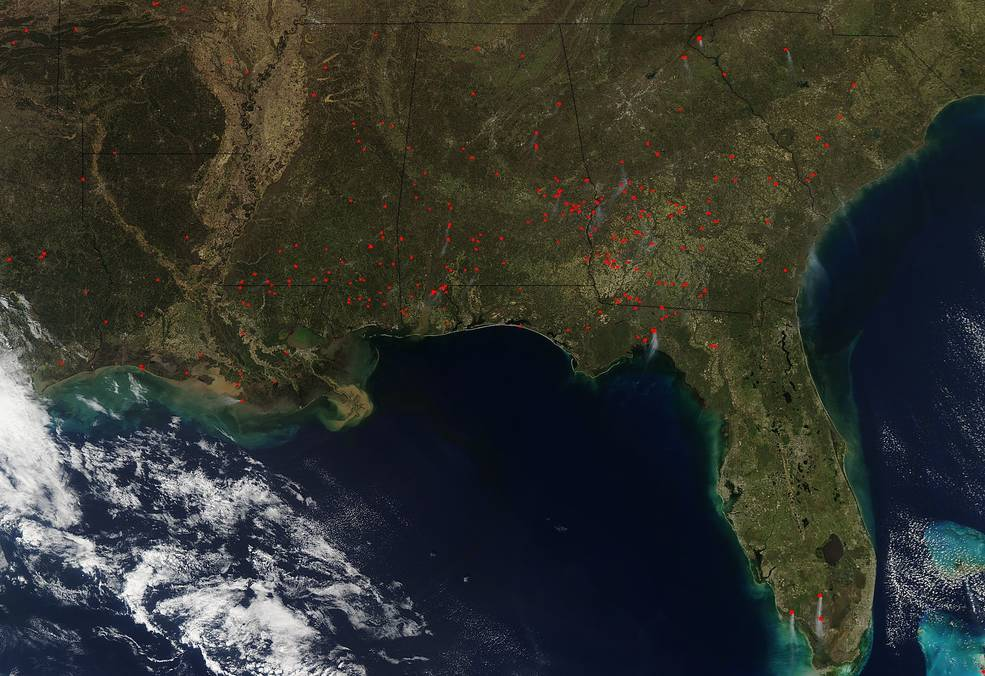 Aqua satellite image of fires burning in the southeastern United States